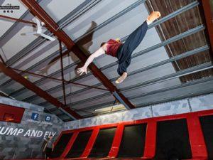 Trampolinhalle 360jump - Mann macht Salto